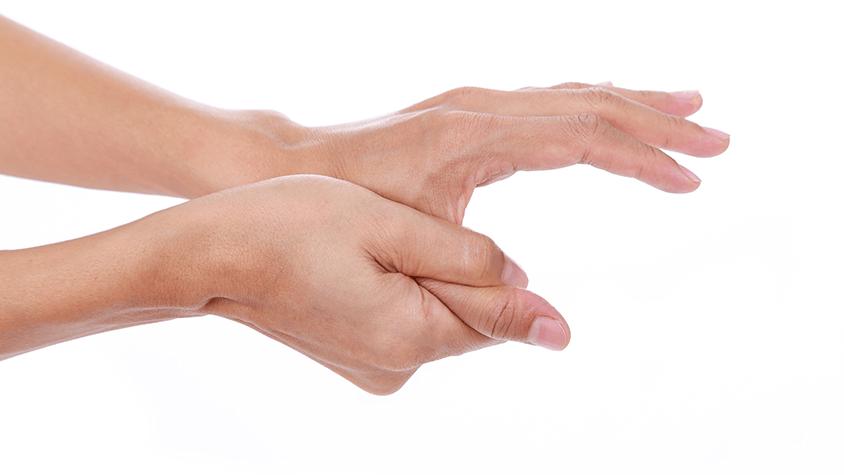 az ujjak közötti kukorica fáj a kezelésnek)