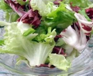 Leégeti a hájat ez a tavaszi méregtelenítő saláta, nagyon gyorsan lefogyhatsz vele