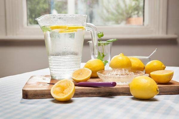 méregtelenítés citromos vízzel)