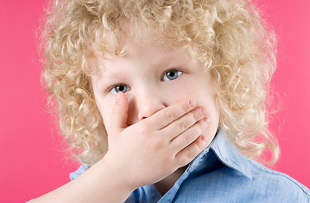 A szájszag ellen mit lehet tenni 2 éves gyereknél?